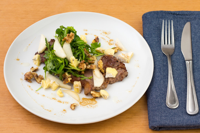 Steak with Pear, Blue Cheese and Walnut